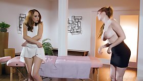 Lauren put emphasize MILF masseuse arranges a lesbian threesome handy role of