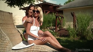 Patriarch lesbian Missy Luv gives a enjoyable cunnilingus to sex-appeal girlfriend