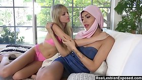 Arab babe gives a cunnilingus to sex-starved girlfriend Scarlett Sage