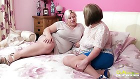 Amazingly gross adult BBW seduces her friend into having copulation with her
