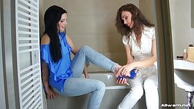 Glamour models love to hate wet - Donna Joe and Alyssia Disc