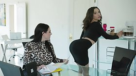 Killing hot lesbians Angela White together with Abella Danger fuck each others pussies