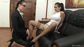 Oomph models spread their legs to affectation with a vibrator. HD